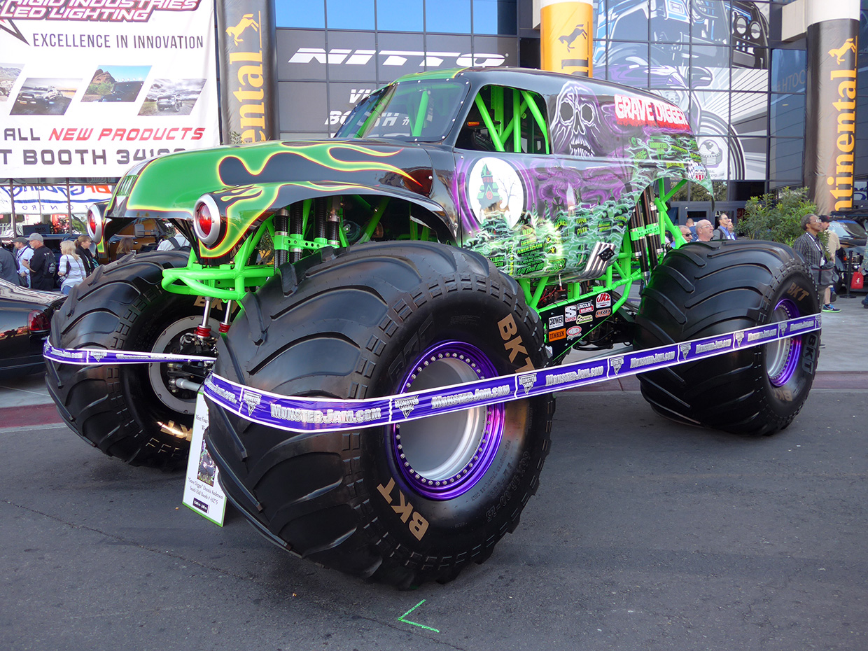 http://gerlingracing.com/wp-content/uploads/2015/01/show-n-shine-sema-car-show-las-vegas-06.jpg