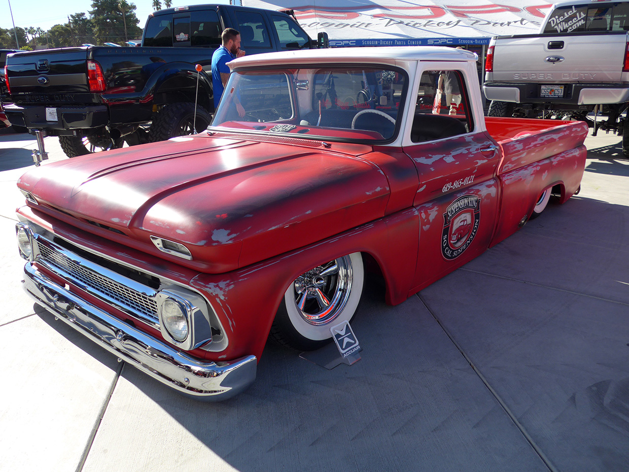 http://gerlingracing.com/wp-content/uploads/2015/01/show-n-shine-sema-car-show-las-vegas-07.jpg
