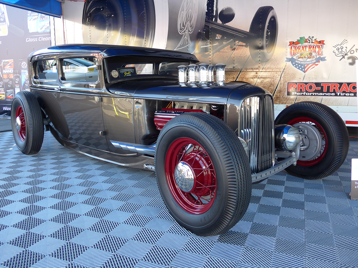 http://gerlingracing.com/wp-content/uploads/2015/01/show-n-shine-sema-car-show-las-vegas-18.jpg